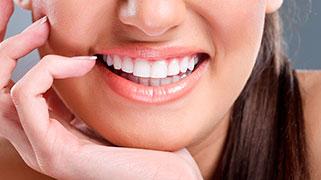 Como fazer clareamento dental em casa