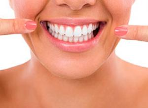 clareamento dental caseiro com agua oxigenada