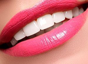 como fazer clareamento nos dentes em casa